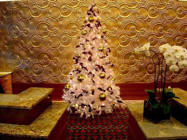 Greenscape-Design-White-Christmas-Tree-Holiday-Decor