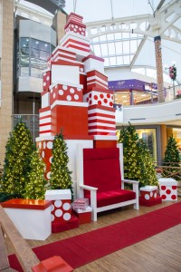 Greenscape Design Brentwood Mall Santa Set